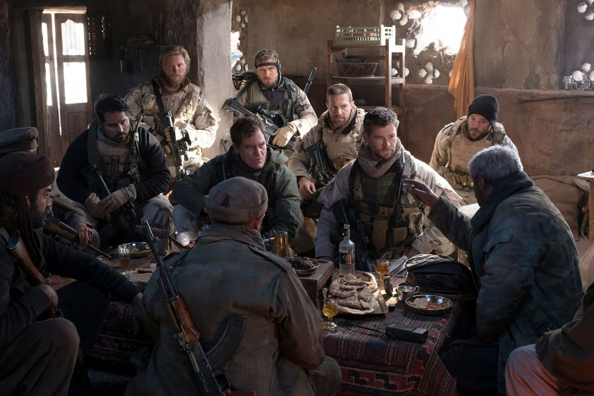 /db_data/movies/12strong/scen/l/410_01_-_Sam_Michael_Pena_Hal__1.jpg