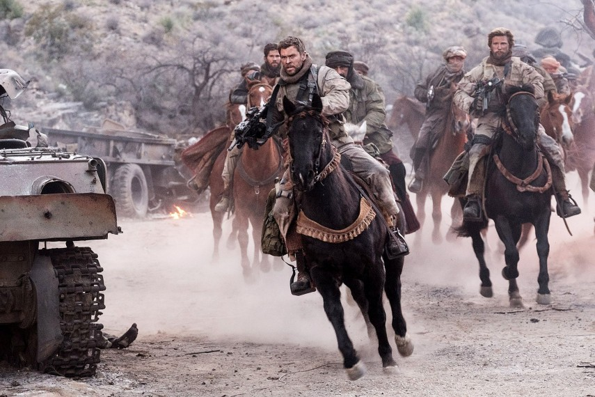 /db_data/movies/12strong/scen/l/410_02_-_Mitch_Chris_Hemsworth.jpg