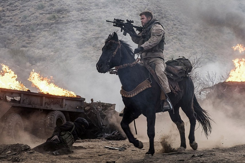 /db_data/movies/12strong/scen/l/410_04_-_Mitch_Chris_Hemsworth.jpg