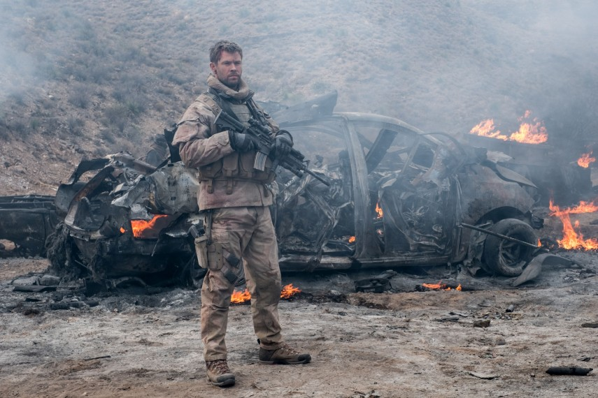/db_data/movies/12strong/scen/l/410_07_-_Mitch_Chris_Hemsworth.jpg
