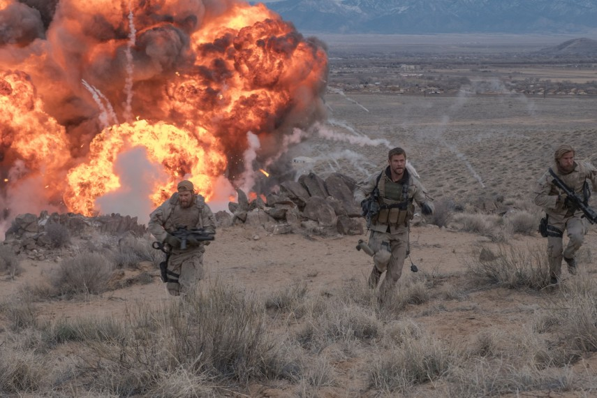 /db_data/movies/12strong/scen/l/410_10_-_Mitch_Chris_Hemsworth_1.jpg