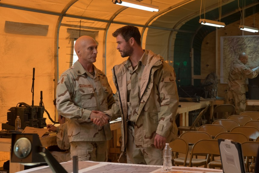/db_data/movies/12strong/scen/l/410_13_-_Colonel_Mulholland_Wi.jpg