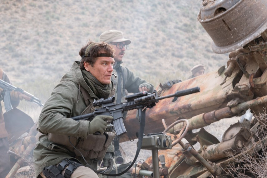 /db_data/movies/12strong/scen/l/410_19_-_Hal_Michael_Shannon__David_James.jpg