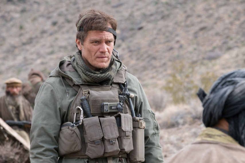 /db_data/movies/12strong/scen/l/410_20_-_Hal_Michael_Shannon__David_James.jpg