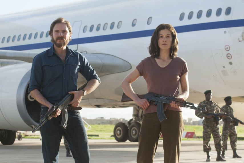 /db_data/movies/7daysinentebbe/scen/l/410_08_-_Wilfried_Daniel_Brueh.jpg