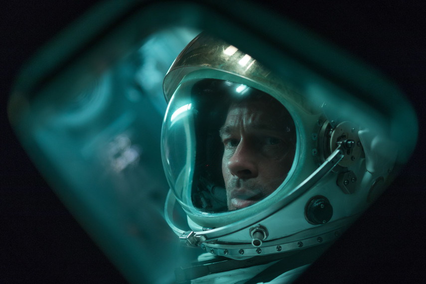 /db_data/movies/adastra/scen/l/410_01_-_Roy_Brad_Pitt_ov_org.jpg