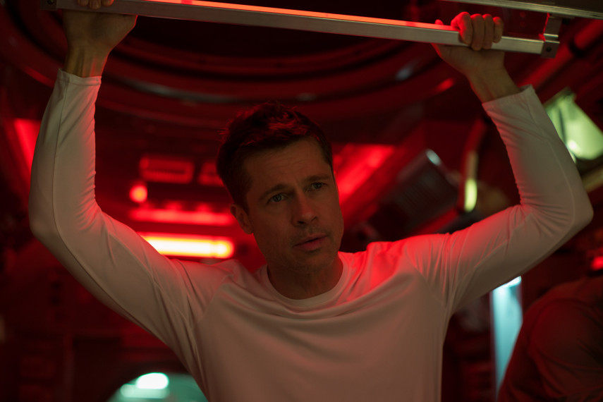/db_data/movies/adastra/scen/l/410_02_-_Roy_Brad_Pitt_ov_org.jpg