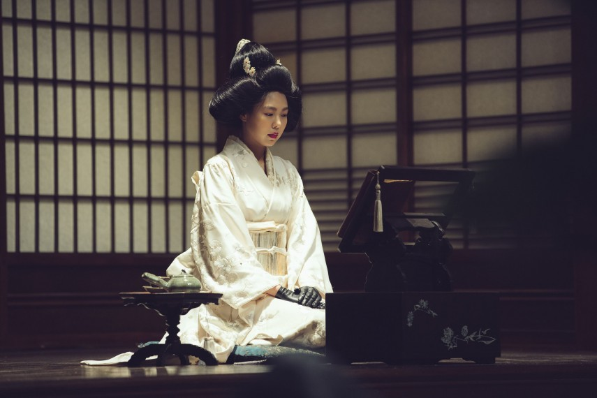 /db_data/movies/ahgassi/scen/l/THE HANDMAIDEN_Still_128.jpg