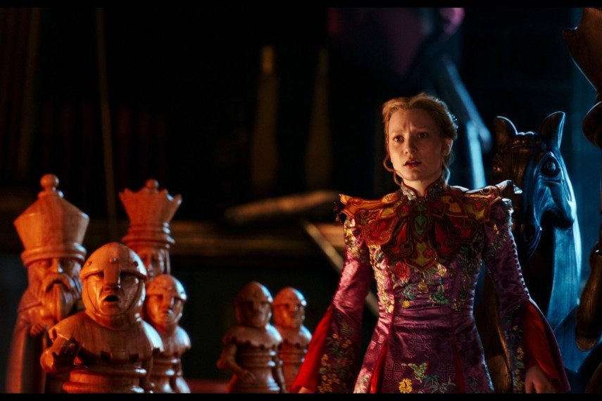 /db_data/movies/aliceinwonderland2/scen/l/410_16_-_Alice_Mia_Wasikowska.jpg