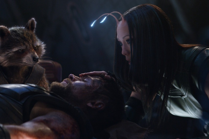 /db_data/movies/avengers20123/scen/l/410_14_-_Rocket_Raccoon_Bradle.jpg