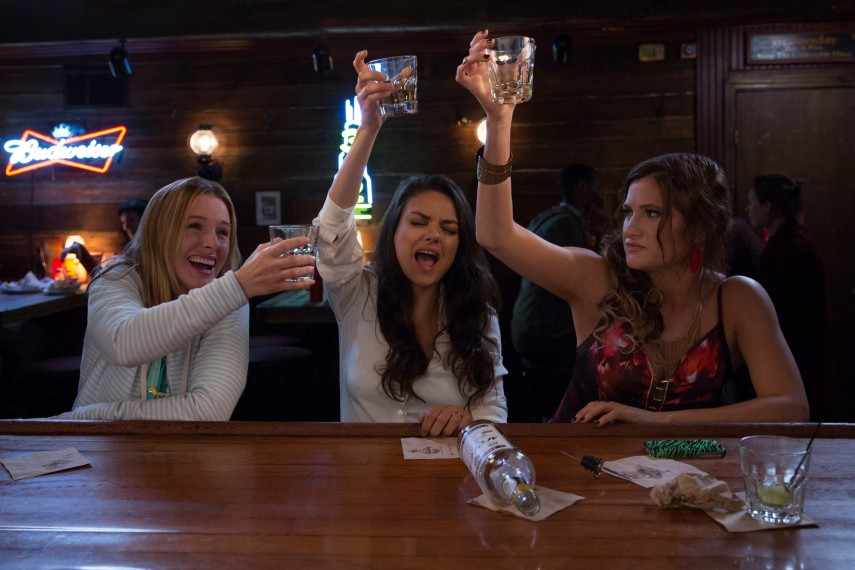 /db_data/movies/badmoms/scen/l/410_01_-_Carla_Hahn_Amy_Kunis_.jpg
