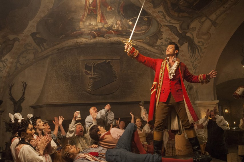 /db_data/movies/beautyandthebeast/scen/l/410_04_-_Gaston_Luke_Evans.jpg