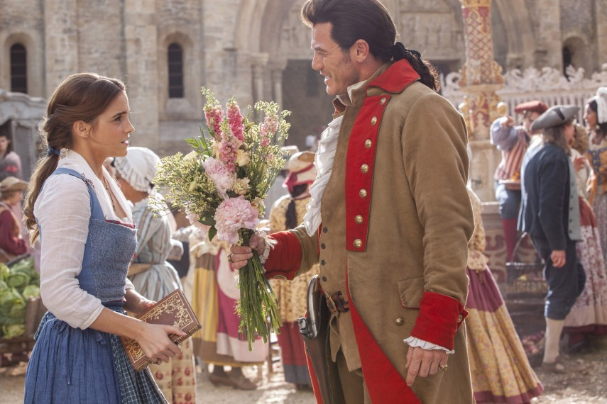 /db_data/movies/beautyandthebeast/scen/l/410_10_-_Belle_Emma_Watson_Gas.jpg