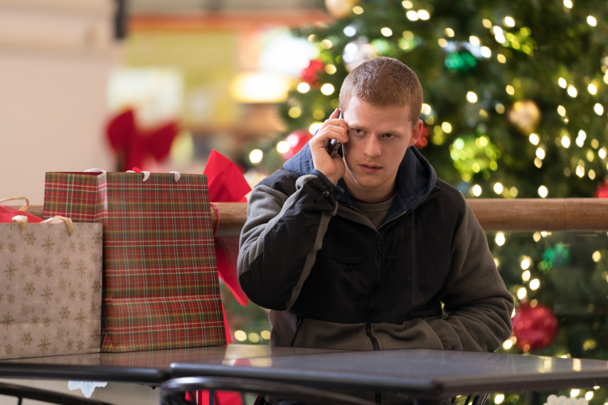 /db_data/movies/benisback/scen/l/410_06_-_Ben_Lucas_Hedges.jpg