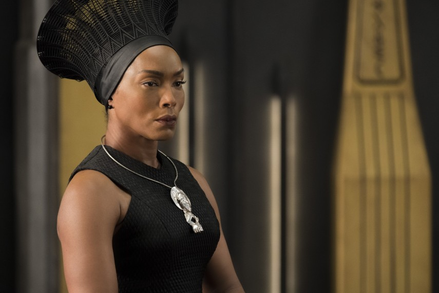 /db_data/movies/blackpanther/scen/l/410_29_-_Ramonda_Angela_Bassett.jpg