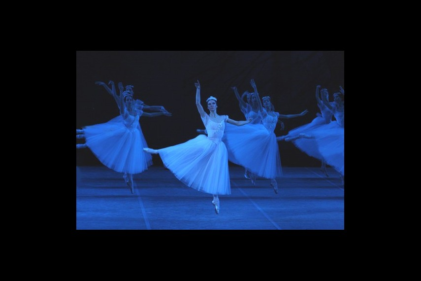 /db_data/movies/bolshoitheatergiselle/scen/l/82900865235e9dec40fb7514f64cb11b.jpg