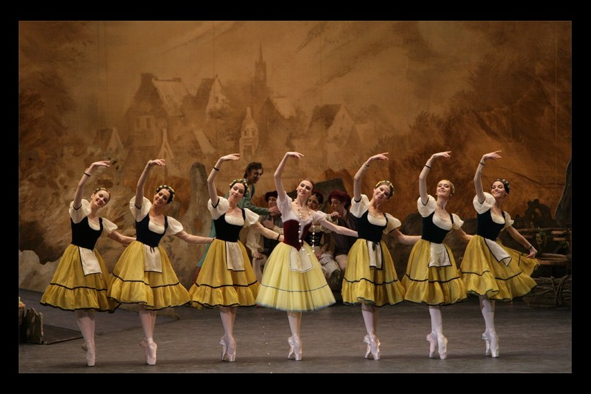 /db_data/movies/bolshoitheatergiselle/scen/l/c545f3ef4131bb7b360dca414030abc8.jpg