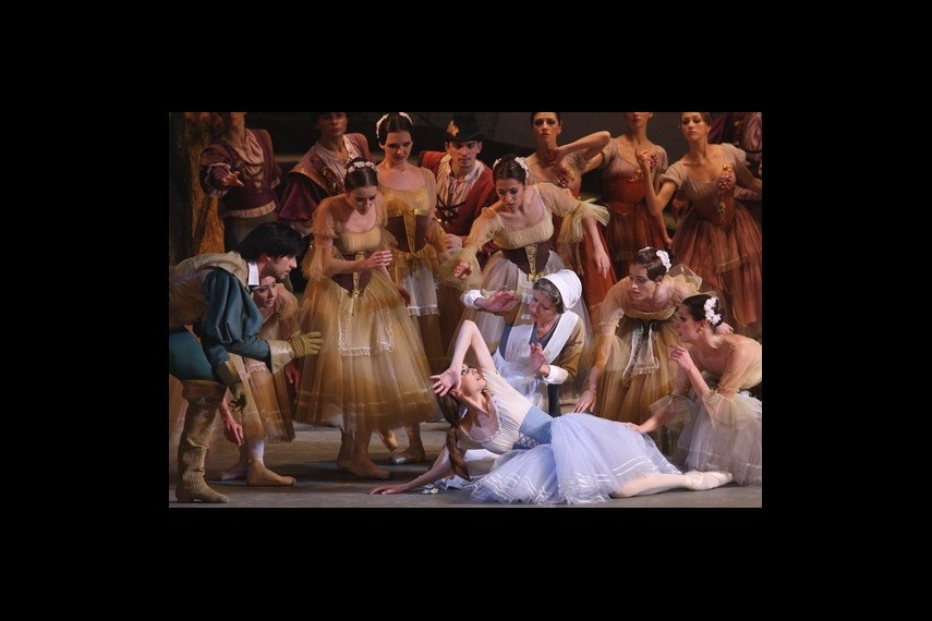/db_data/movies/bolshoitheatergiselle/scen/l/cd8df171423be2b76594d33903510379.jpg