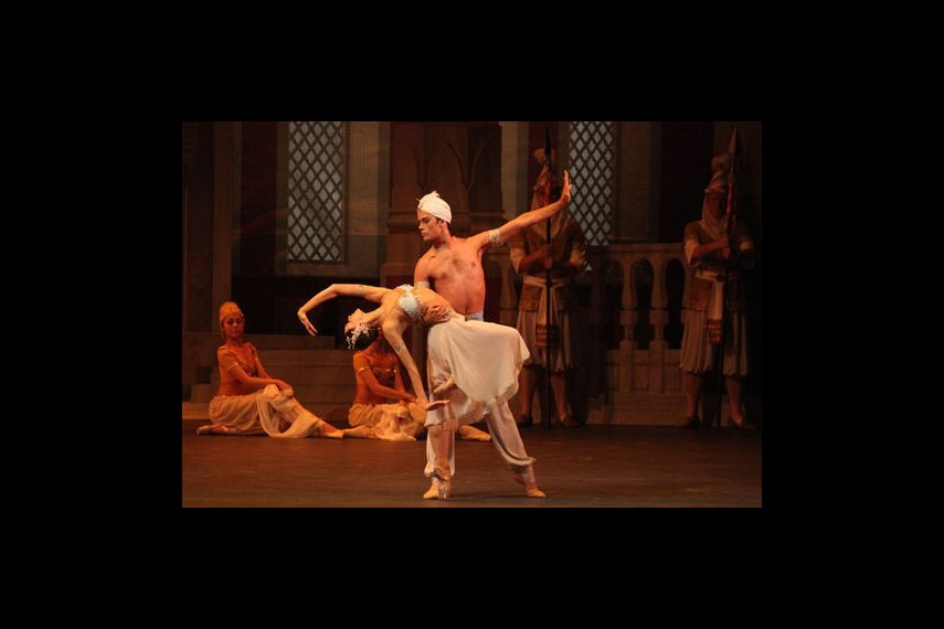 /db_data/movies/bolshoitheaterlabayadere/scen/l/preview_Bayadere-10-photo-by-Damir-Yusupov.jpg