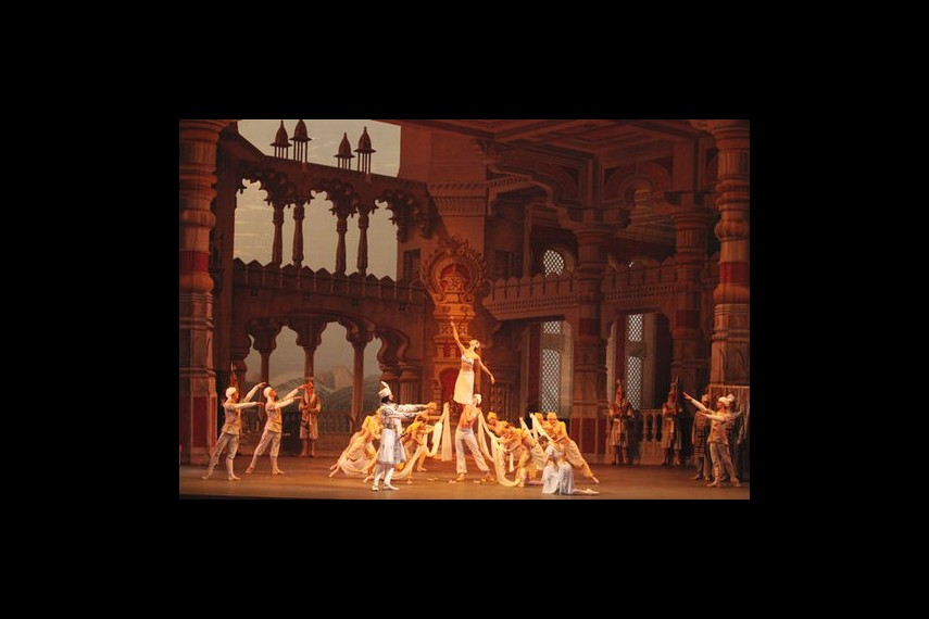 /db_data/movies/bolshoitheaterlabayadere/scen/l/preview_Bayadere-11-photo-by-Damir-Yusupov.jpg