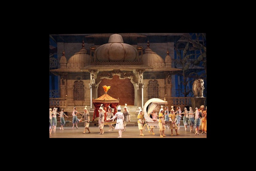 /db_data/movies/bolshoitheaterlabayadere/scen/l/preview_Bayadere-14-photo-by-Damir-Yusupov.jpg