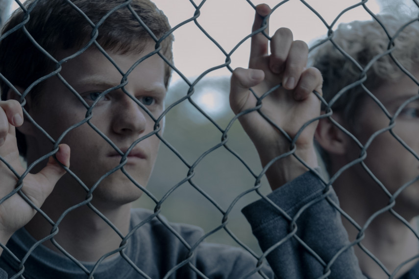 /db_data/movies/boyerased/scen/l/410_01_-_Jared_Lucas_Hedges_Gary_Troye_Sivan.jpg