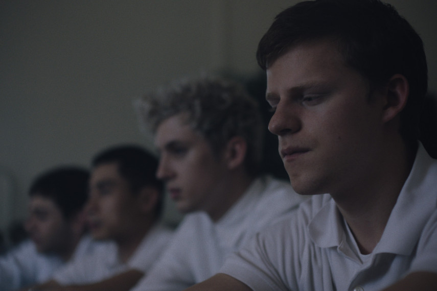 /db_data/movies/boyerased/scen/l/410_08_-_Gary_Troye_Sivan_Jared_Lucas_Hedges.jpg