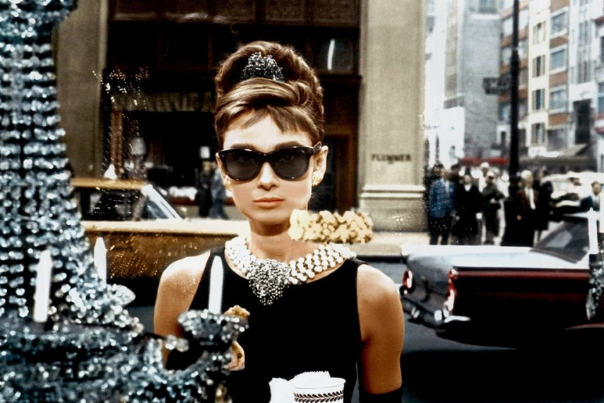 /db_data/movies/breakfastattiffanys/scen/l/BreakfastTiffanypapers.jpg