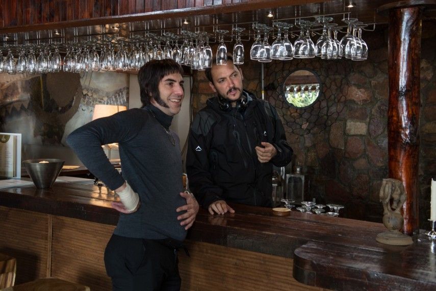 /db_data/movies/brothersgrimsby/scen/l/420_01__Sacha_Baron_Cohen_with.jpg