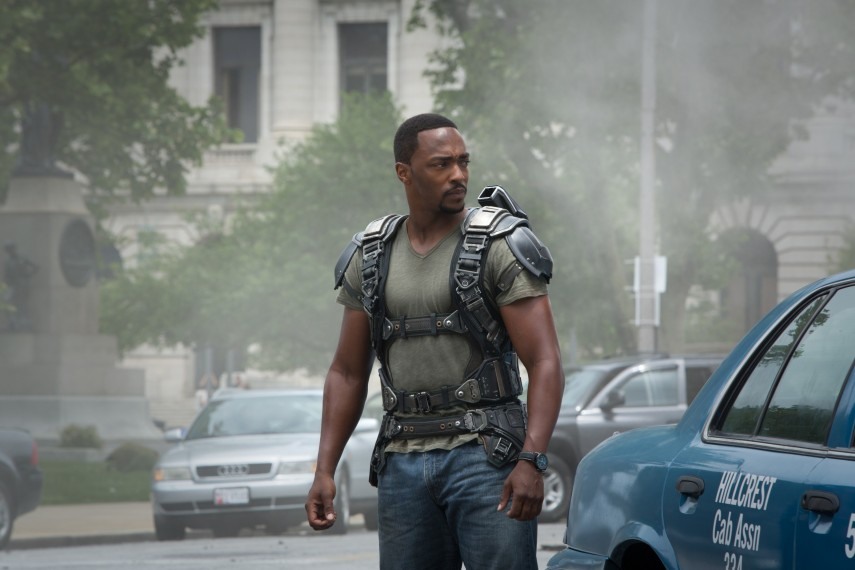 /db_data/movies/captainamerica2/scen/l/410_09__The_Falcon_Anthony_Mackie.jpg