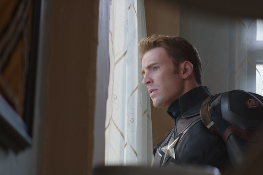 /db_data/movies/captainamerica3/scen/l/410_21_-_Captain_America_Chris_Evans.jpg