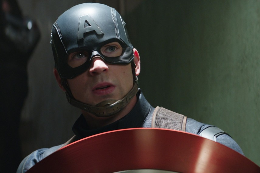 /db_data/movies/captainamerica3/scen/l/410_24_-_Captain_America_Chris_Evans.jpg