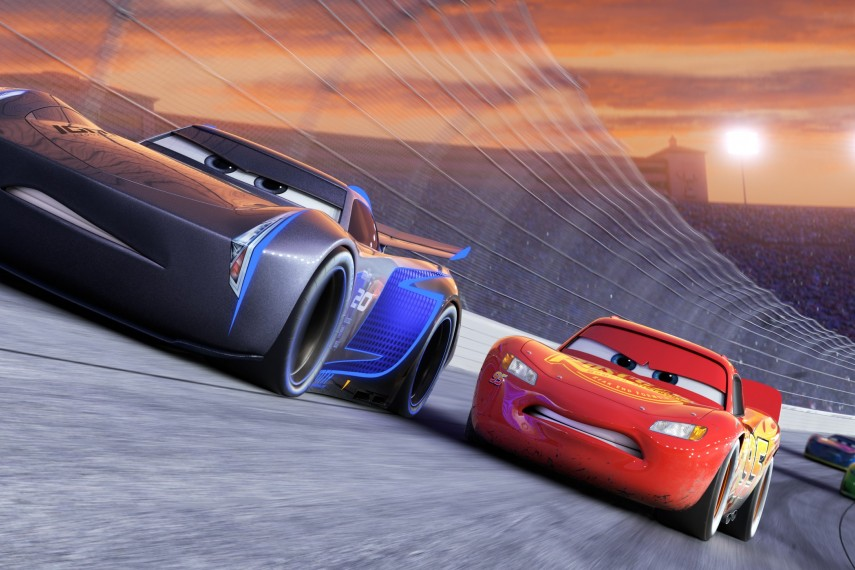 /db_data/movies/cars3/scen/l/410_02_-_Scene_Picture.jpg