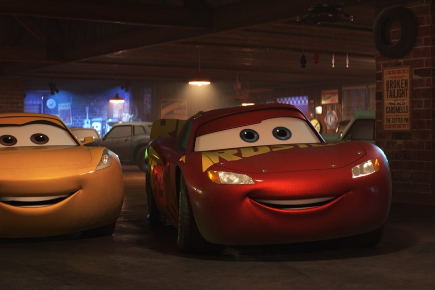 /db_data/movies/cars3/scen/l/410_11_-_Scene_Picture.jpg