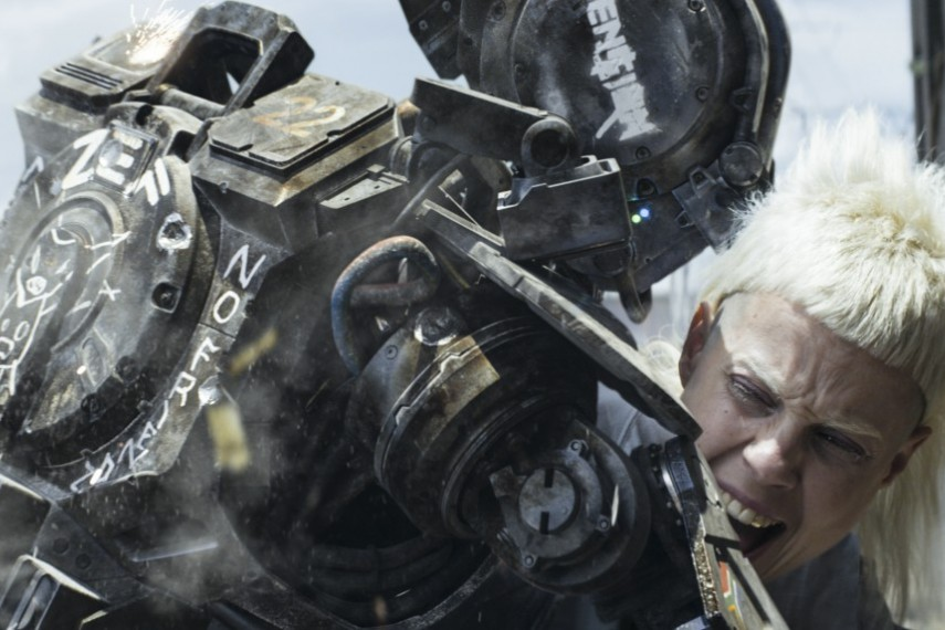 /db_data/movies/chappie/scen/l/410_06__Chappie_Yolandi_Visser.jpg