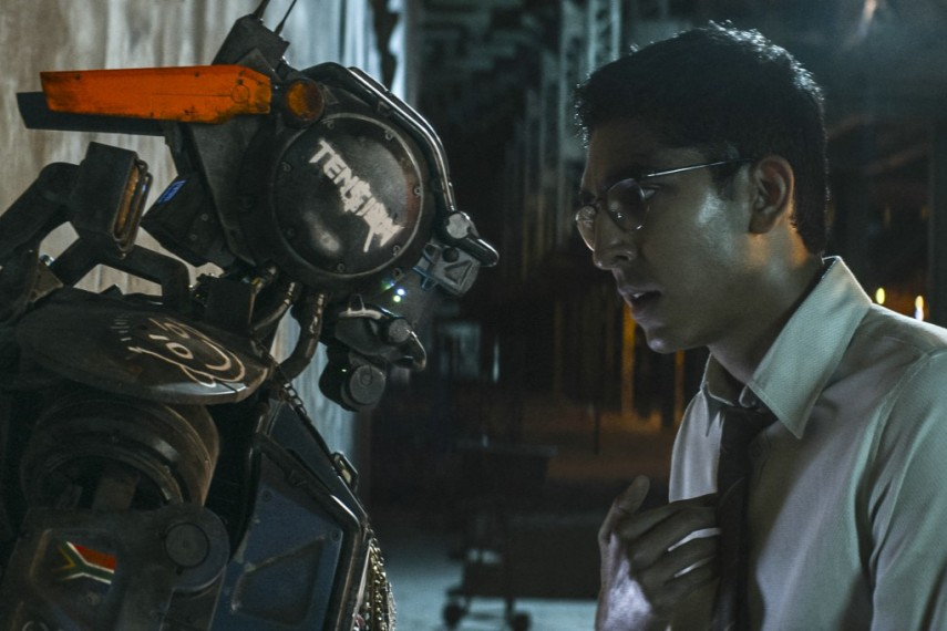 /db_data/movies/chappie/scen/l/410_20__Chappie_Deon_Patel_140.jpg