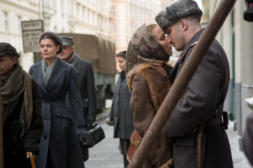 /db_data/movies/child44/scen/l/410_05__Raisa_Noomi_Rapace_Leo.jpg