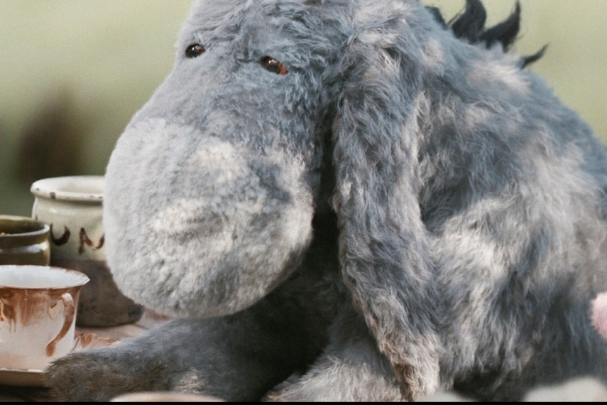 /db_data/movies/christopherrobin/scen/l/410_14_-_Eeyore_Brad_Garrett_P.jpg