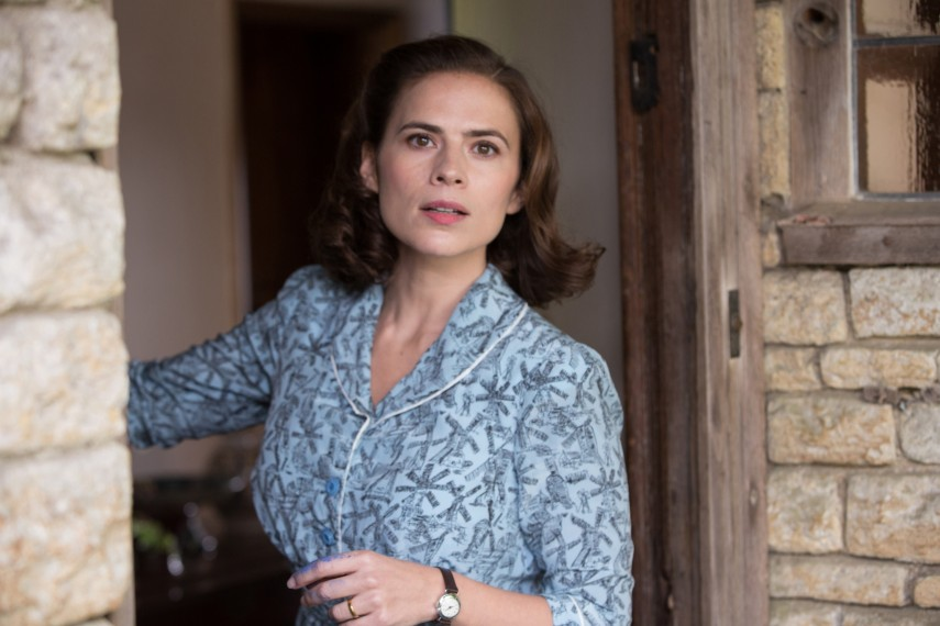 /db_data/movies/christopherrobin/scen/l/410_21_-_Evelyn_Hayley_Atwell.jpg