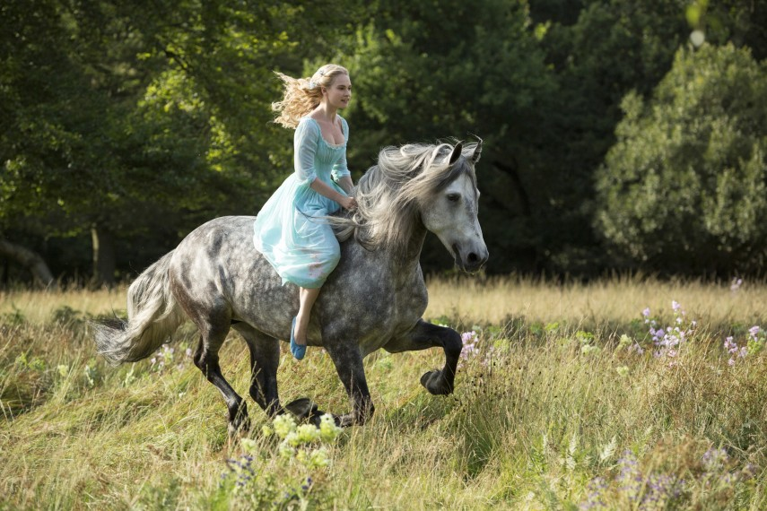 /db_data/movies/cinderella/scen/l/410_01__Cinderella_Lily_James.jpg