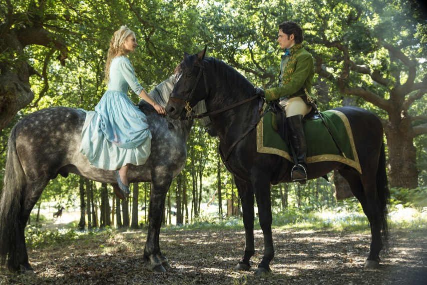 /db_data/movies/cinderella/scen/l/410_11___Cinderella_Lily_James.jpg