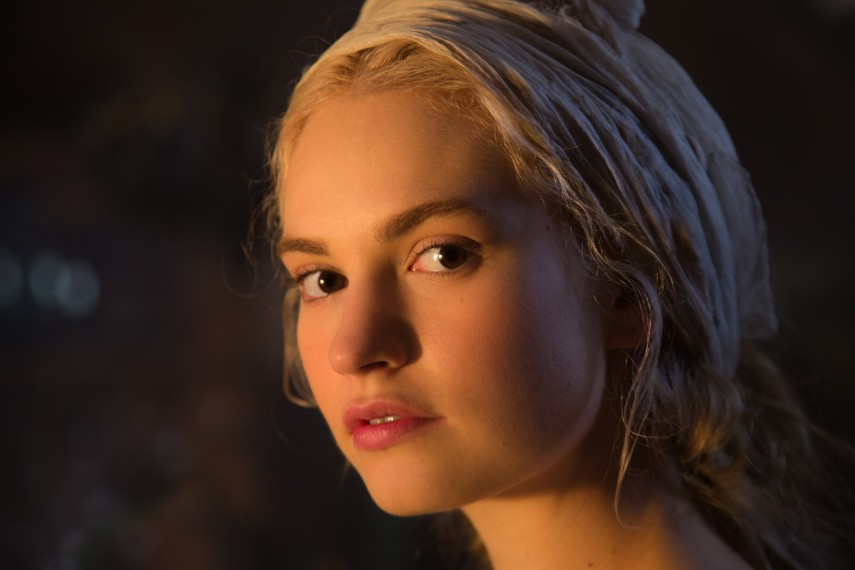 /db_data/movies/cinderella/scen/l/410_13__Cinderella_Lily_James.jpg