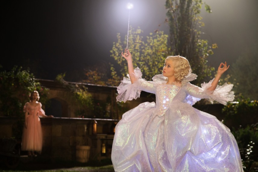 /db_data/movies/cinderella/scen/l/410_23__Fairy_Godmother_Helena.jpg
