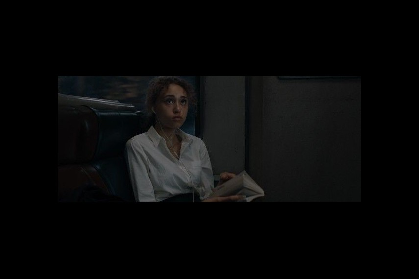 /db_data/movies/commuter/scen/l/410_19_-_Sofia_Ella-Rae_Smith_.jpg