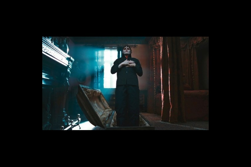 /db_data/movies/darkshadows/scen/l/1-Picture35-6d6.jpg