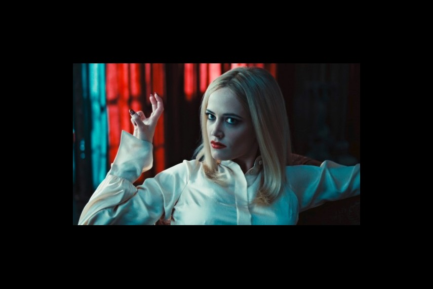 /db_data/movies/darkshadows/scen/l/1-Picture44-555.jpg