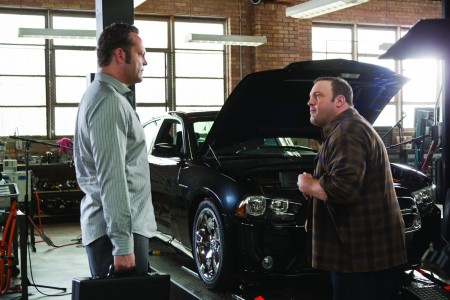 Vince Vaughn Kevin James in Autogarage.jpg