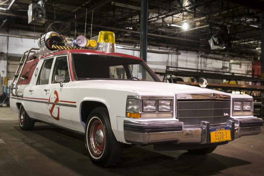 /db_data/movies/ghostbusters3/scen/l/420_01__The_ECTO1_on_the_set.jpg