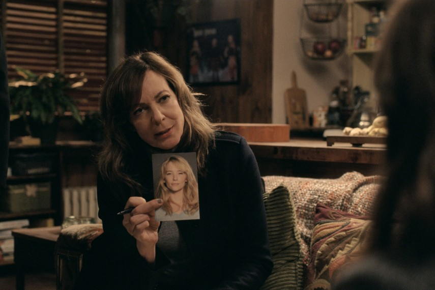 /db_data/movies/girlonthetrain/scen/l/410_09_-_Riley_Allison_Janney.jpg