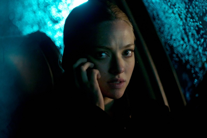 /db_data/movies/gone/scen/l/gone-movie-image-amanda-seyfried-phone.jpg